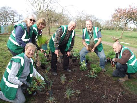 Volunteer Flower Makeover at Blenheim Park
