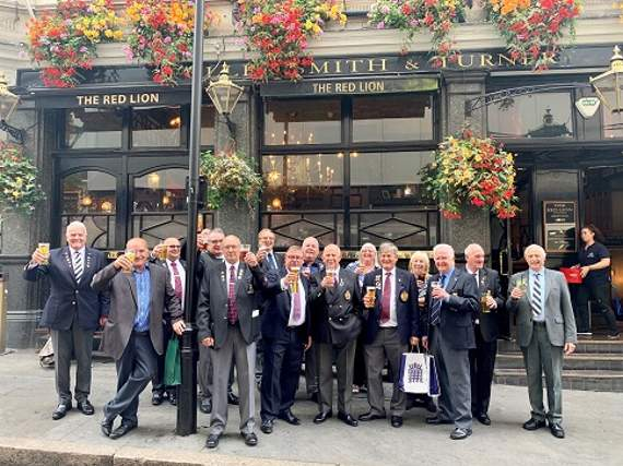 Mark Francois MP Stands Veterans a Pint | News - Leigh Times